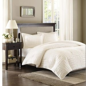 Other - Madison Park Arctic Fur Down Alternative Comforter